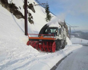 chasse neige rail route unimog 400